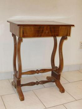 Small Table - walnut wood - 1830
